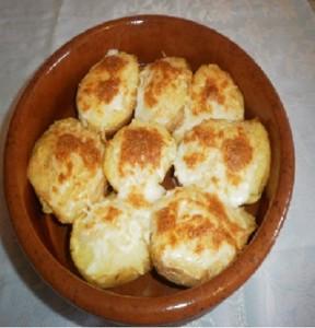 Ricas patatas rellenas al horno