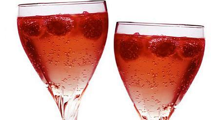 Cómo preparar cóctel de champagne y frutas