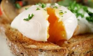 Cómo se hacen los Huevos Escalfados